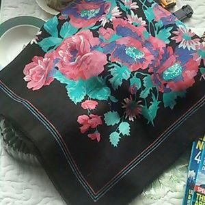 Accessories - Beautiful vintage scarf. Amazing condition!
